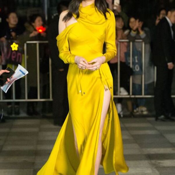 1512984113-8-ming-xi-victoria-s-secret-yellow-1512686384