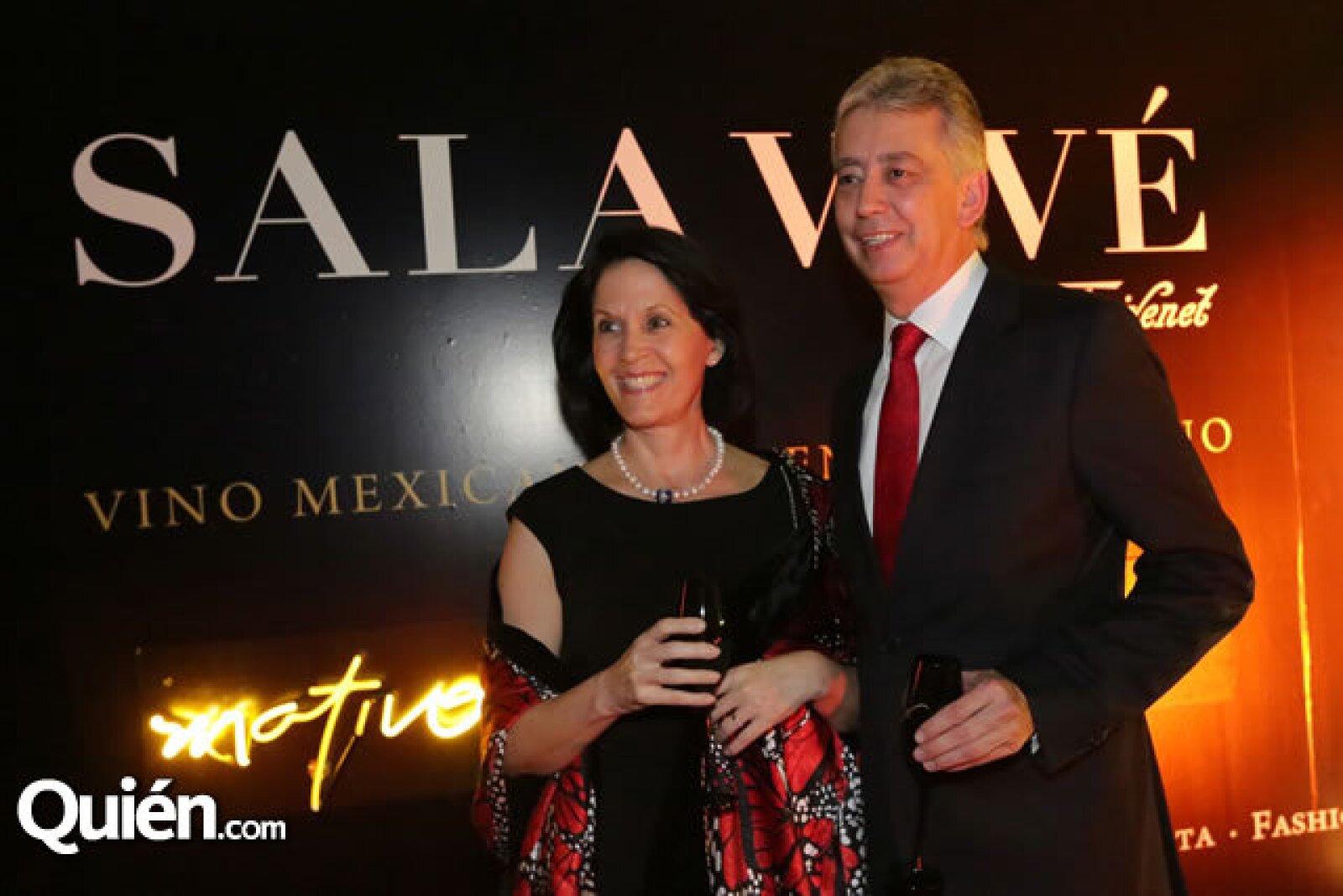 Linda Flores y Jorge Mora