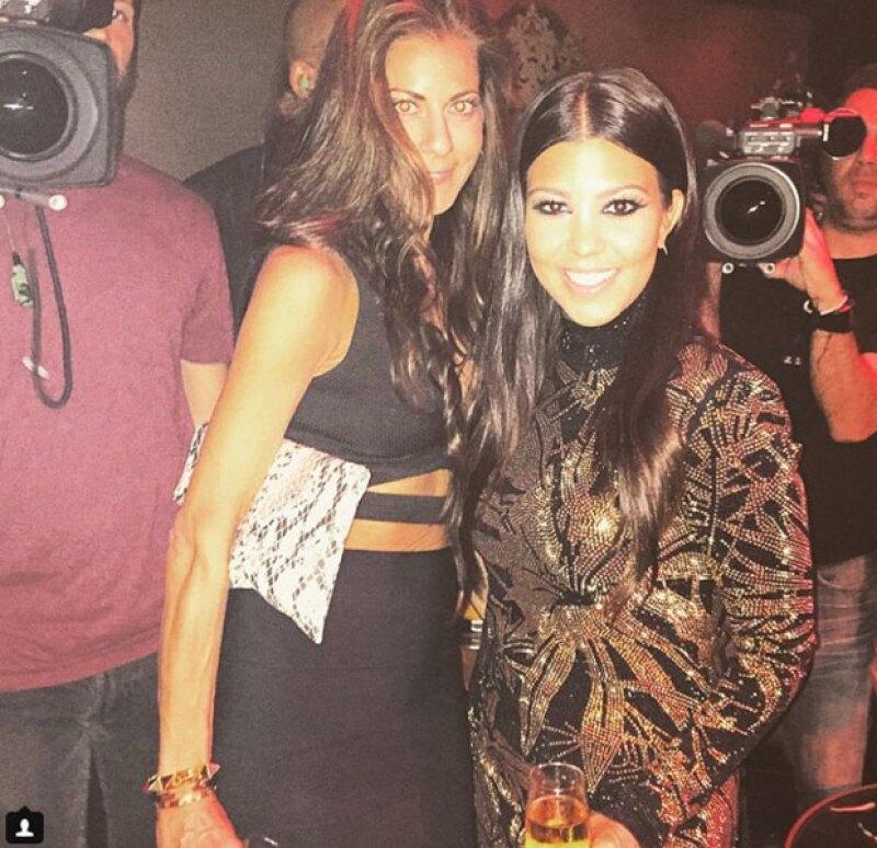 La mayor de las Kardashian se la pasó de lo mejor en el festejo.