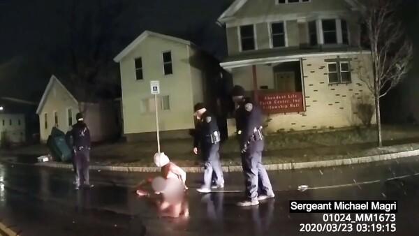 Nueva York investiga la muerte de un hombre negro encapuchado por la policía