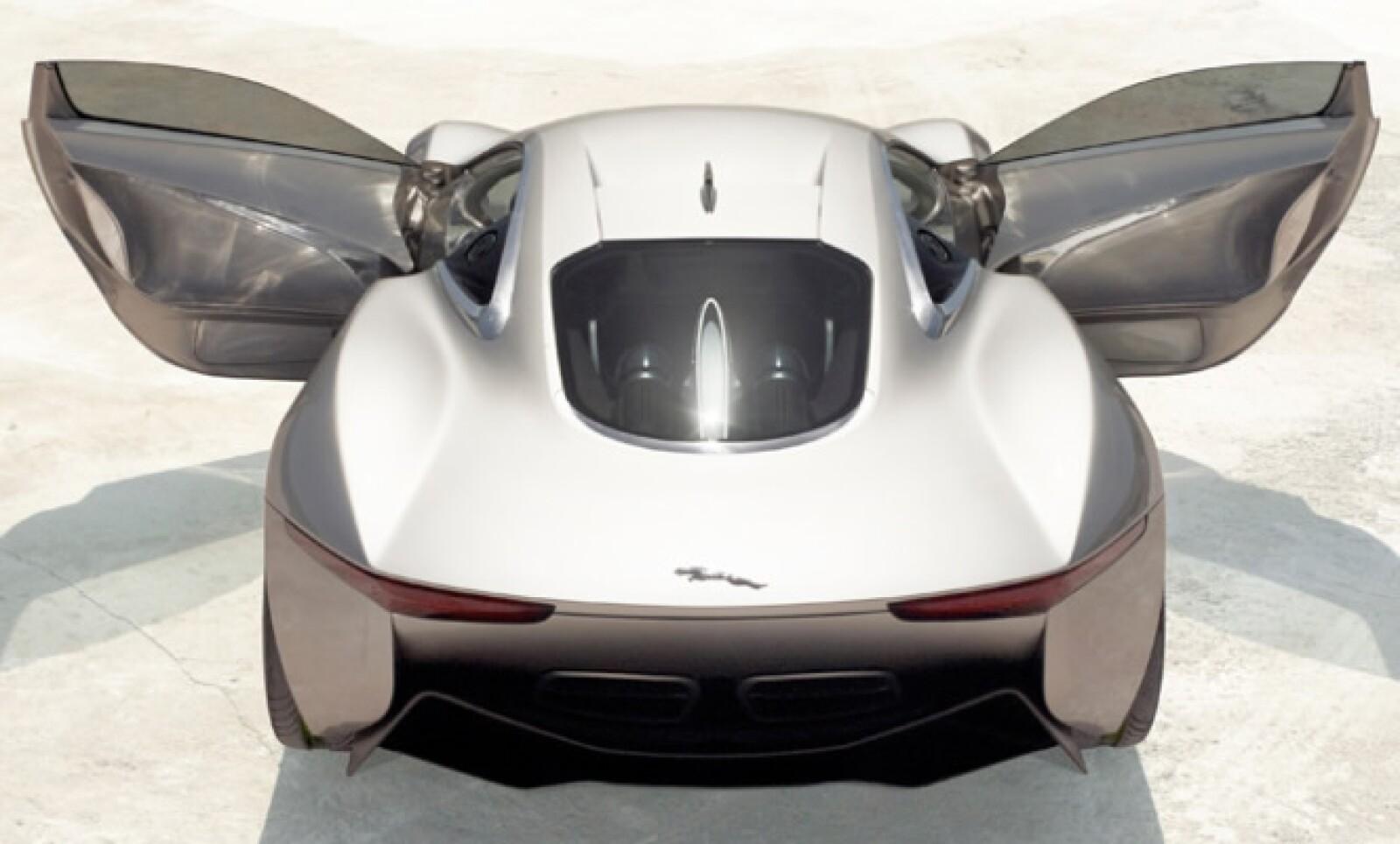 """""""Este vehículo es un tributo para toda las personas que han trabajado en la compañía durante estos 75 años. La tecnología que usamos marcará los pasos de los automóviles del futuro"""", mencionó Mike O'Driscoll, director de Jaguar en Reino Unido."""