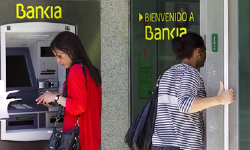 Bankia planea cerrar  1,177 oficinas en España. (Foto: AP)