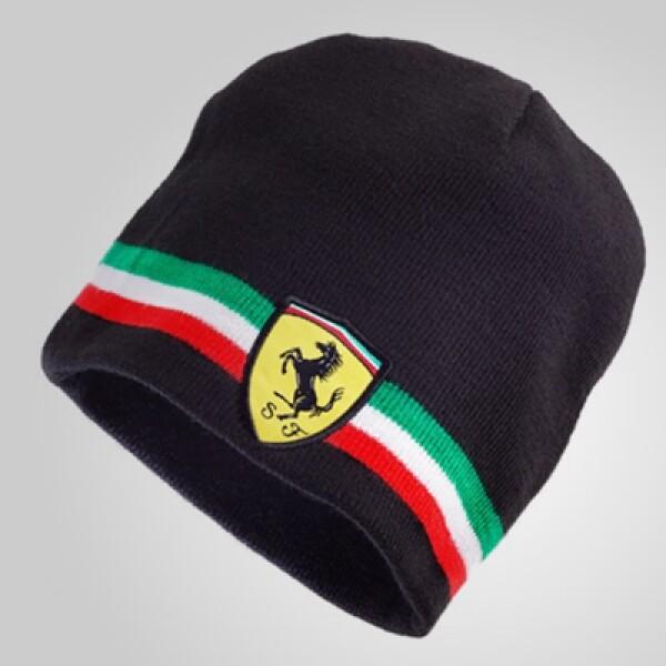 Protégete del frío con este gorro, que además de tener el logo de la firma al frente, ostenta los colores de la bandera italiana. Precio: 25 dólares.