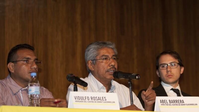 Vidulfo Rosales (d) activista Guerrero
