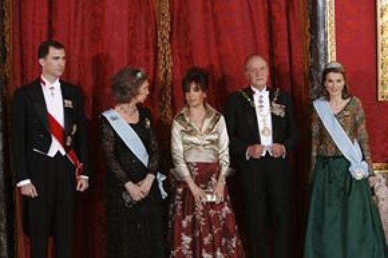 La presidenta argentina realizó su primer visita oficial de Estado a España y los reyes Juan Carlos y Sofía y los príncipes de Asturias, Felipe y Letizia, ofrecieron un banquete en su honor.