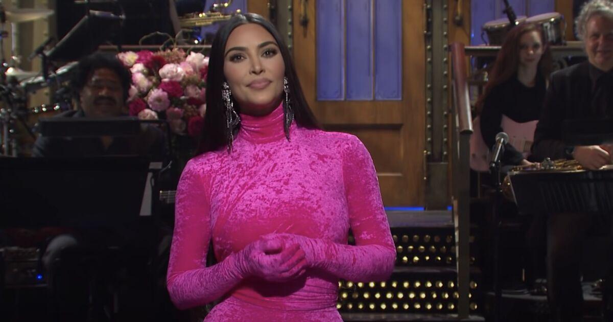 Kim Kardashian se burla de sí misma y de su divorcio en Saturday Night Live