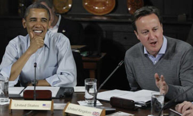 El premier Cameron (d) estuvo en una reunión bilateral con el presidente estadounidense, Barack Obama. (Foto: Reuters)