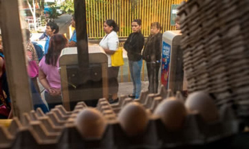 Los precios de alimentos, bebidas y tabaco aumentaron 6.91% a tasa anual.  (Foto: Notimex)