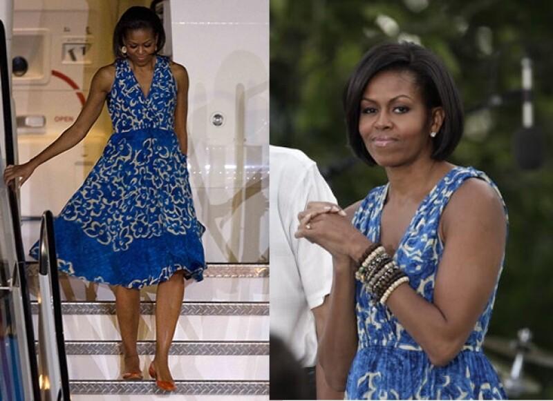 El vestido floreado le va bien a Michelle Obama.