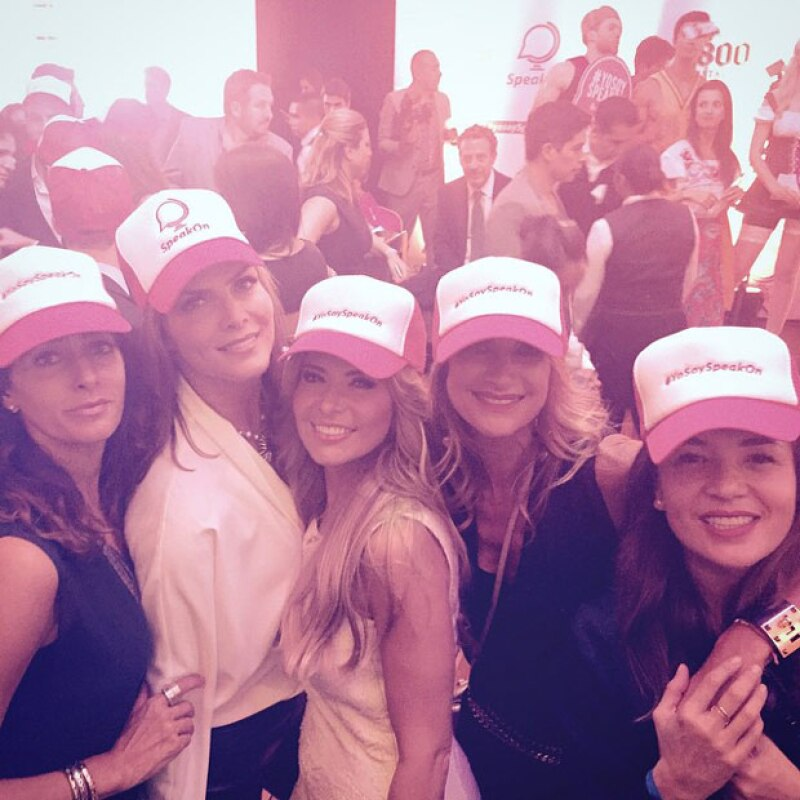 La guapa conductora disfrutó de la fiesta de lanzamiento al lado de sus amigas, entre ellas Yolanda Andrade, con quien introdujo la app a la socialité mexicana.