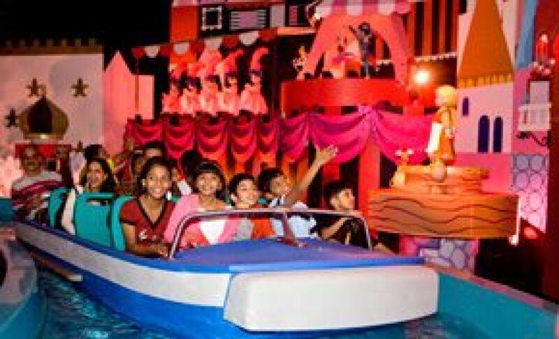 Los pequeños actores se divirtieron en el parque de atracciones en Anaheim, luego de que la cinta ganara ocho galardones en la pasada entrega de los premios Oscar.