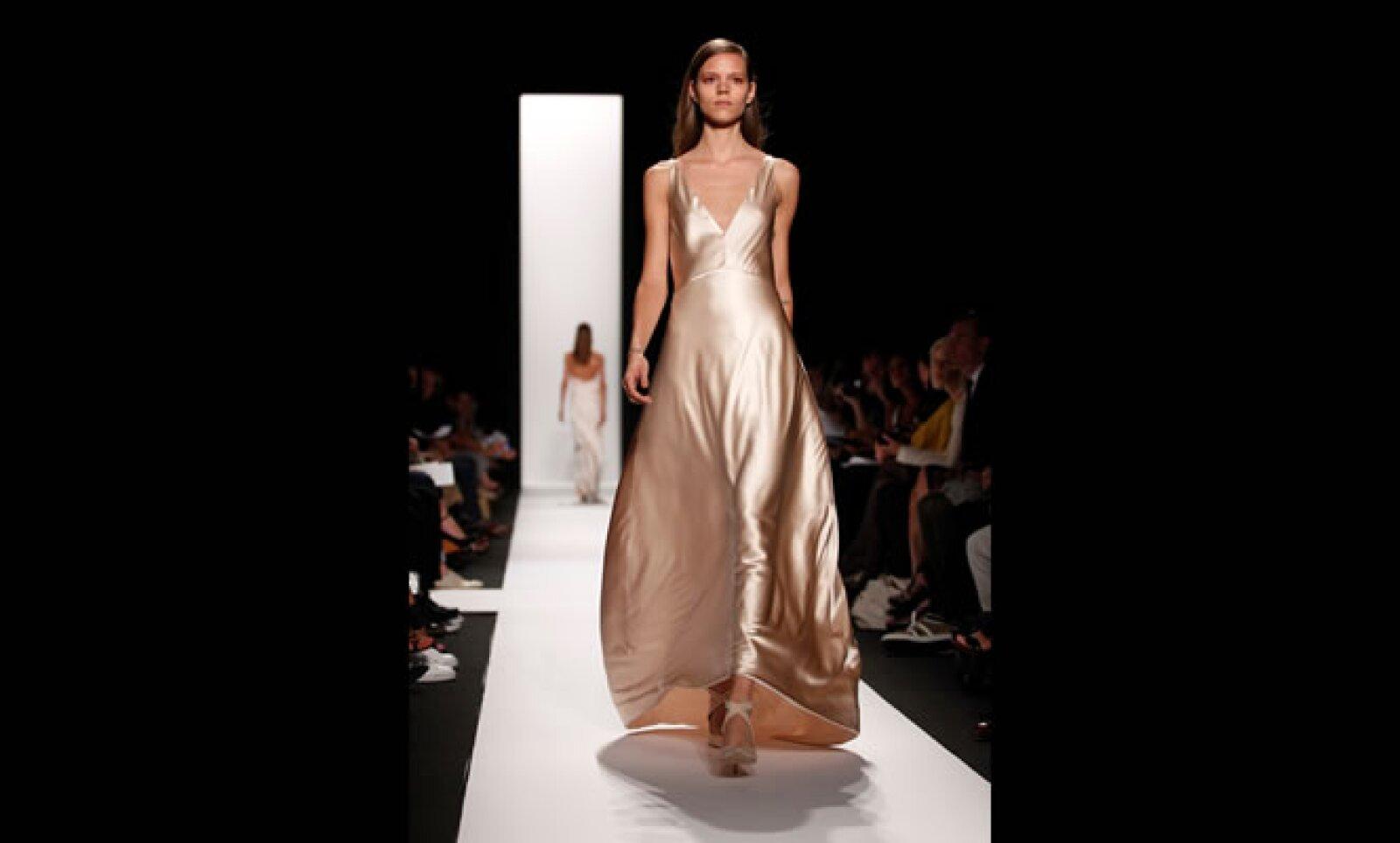 La delicadeza de los tirantes finos en los últimos vestidos de Rodríguez fue algo para destacar.