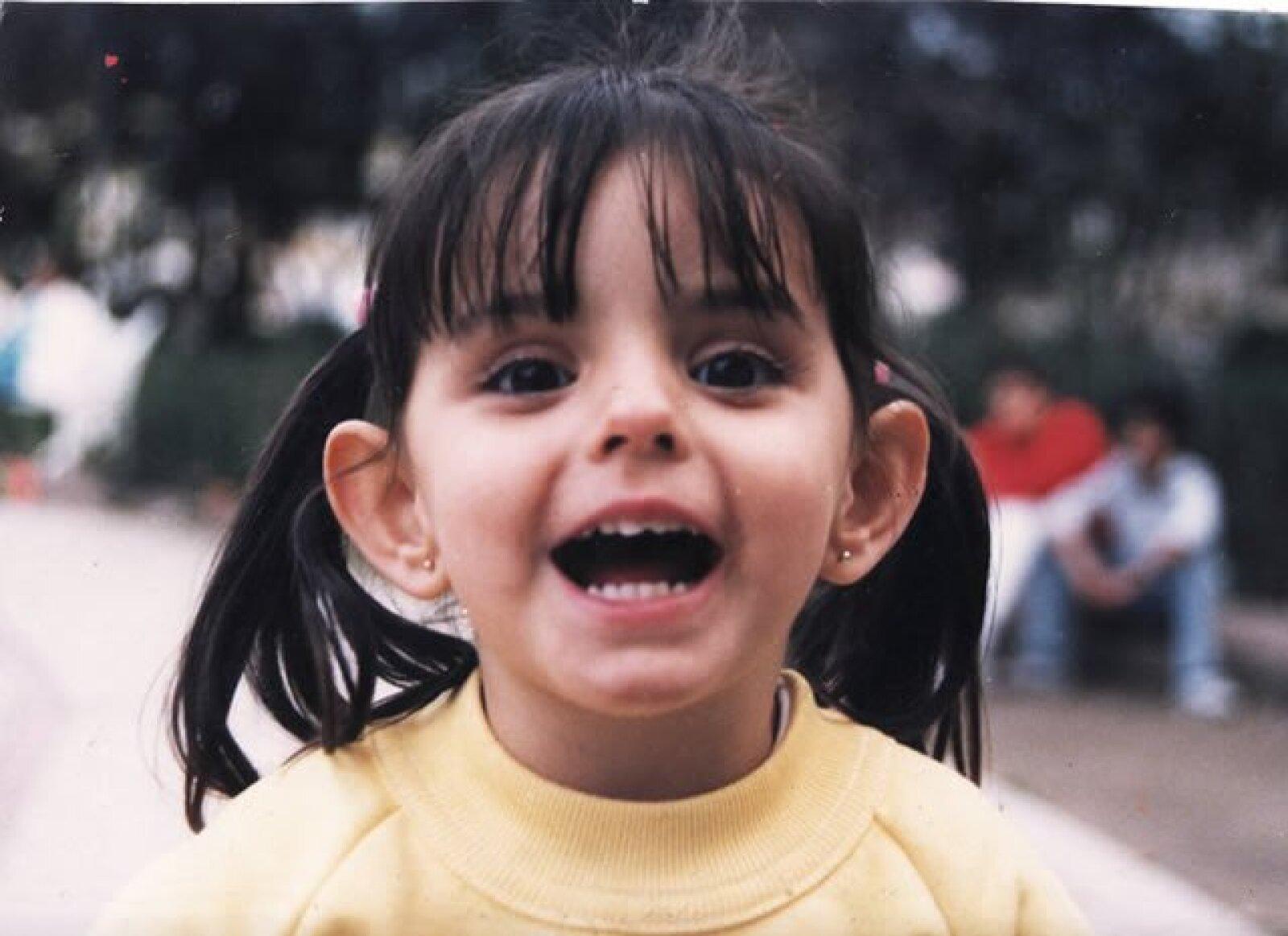 Aislinn Derbez compartió una foto de su infancia y comentó: ajaja por algo me decian DUMBO de chiquita...´
