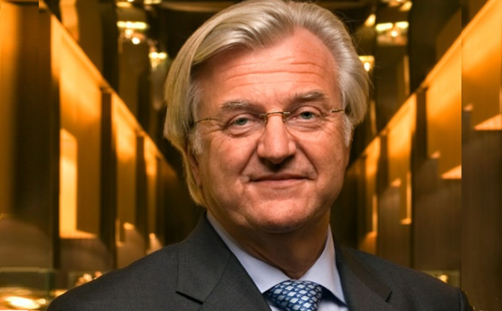 El inversionista y coleccionista decidió fundar su propia compañía relojera en 2003. Estableció su primer taller en la región de Vandoeuvres, Suiza y en 2007, el crecimiento de la firma lo llevó a trasladar sus operaciones a Ginebra.