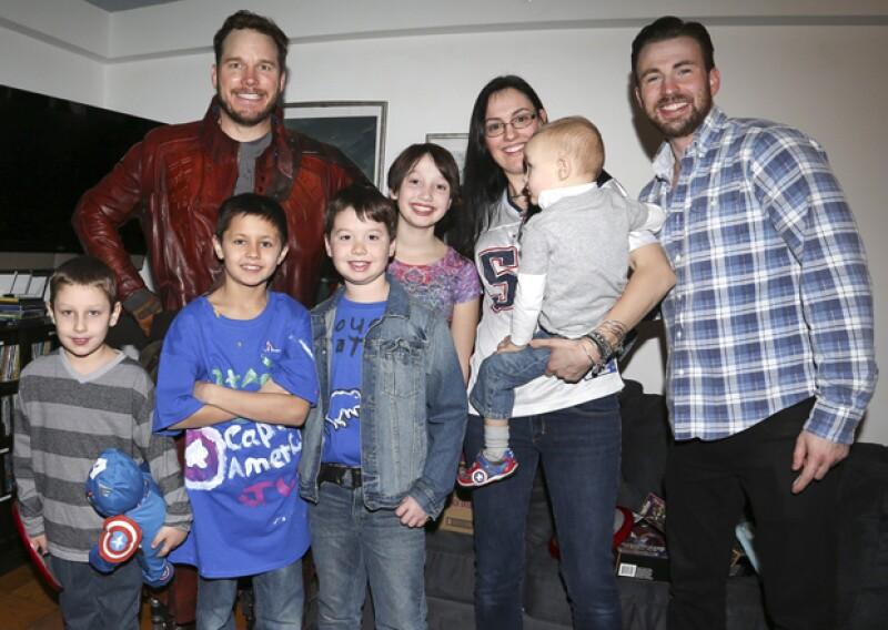 Chris Pratt vestido de Star Lord y Chris Evans cumplieron sus apuestas y visitaron la estancia para niños que enfrentan cáncer.