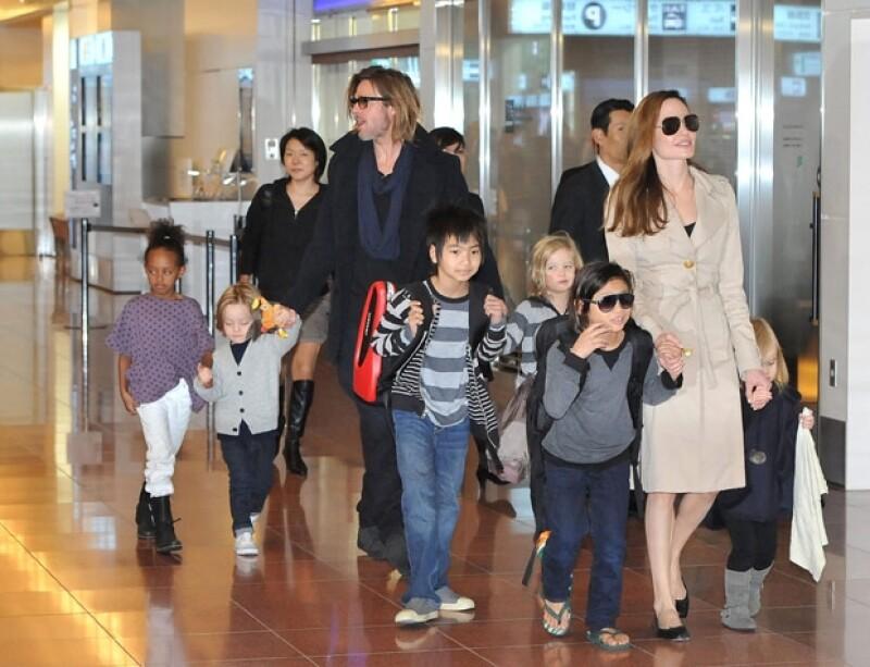 Junto con Brad Pitt, tienen seis hijos. Aquí la familia en 2011.