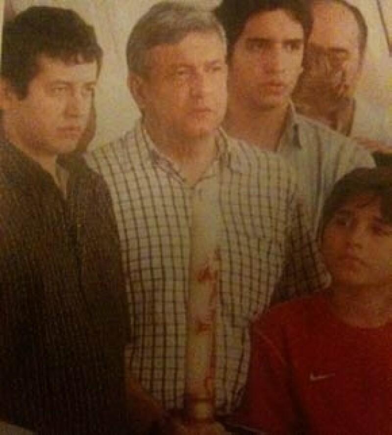 López Obrador con sus hijos, Ramón, Andrés y Gonzalo, durante el funeral de Rocío Beltrán.