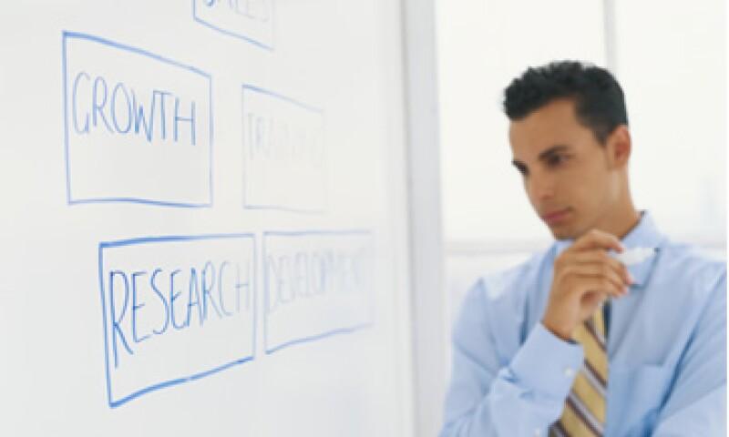 Hacer análisis y al mismo tiempo probar ideas de manera inmediata para solucionar un problema en la empresa puede ser mejor que proponer soluciones perfectas que tomen más tiempo en ejecutarse. (Foto: Thinkstock)