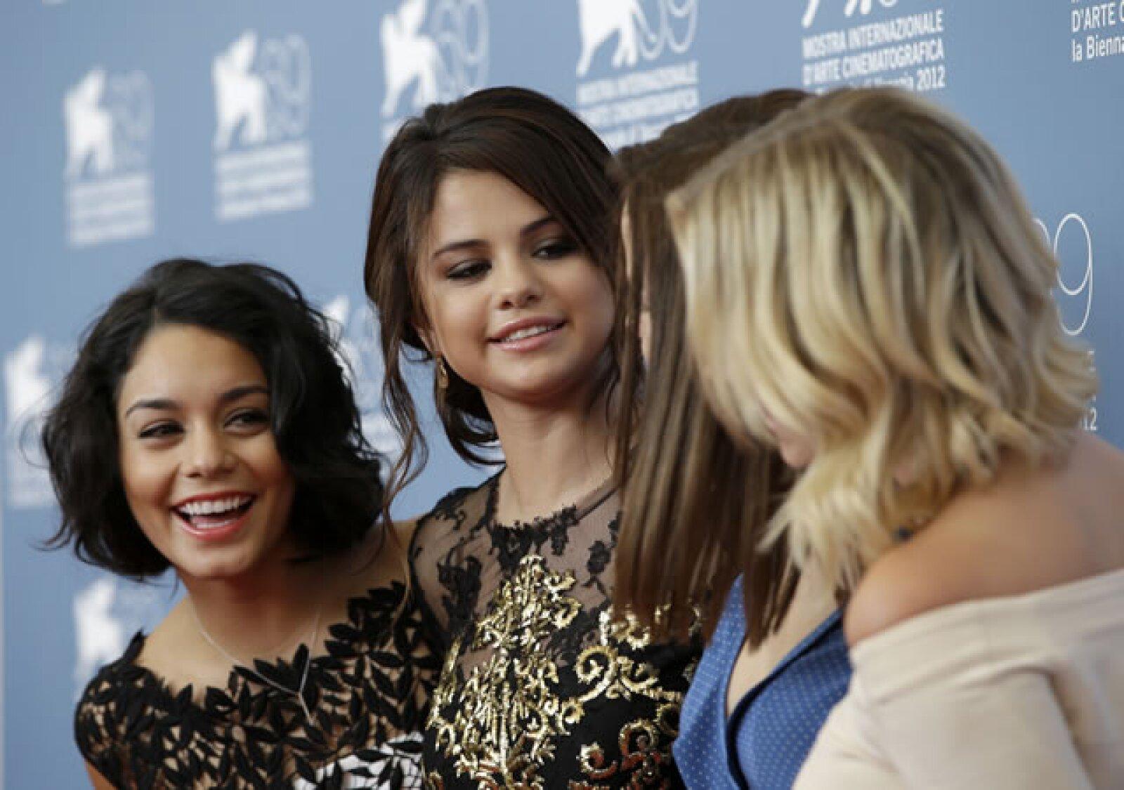 Las protagonistas de `Sprinbreakers´ compartían bromas mientras las fotografiaban.