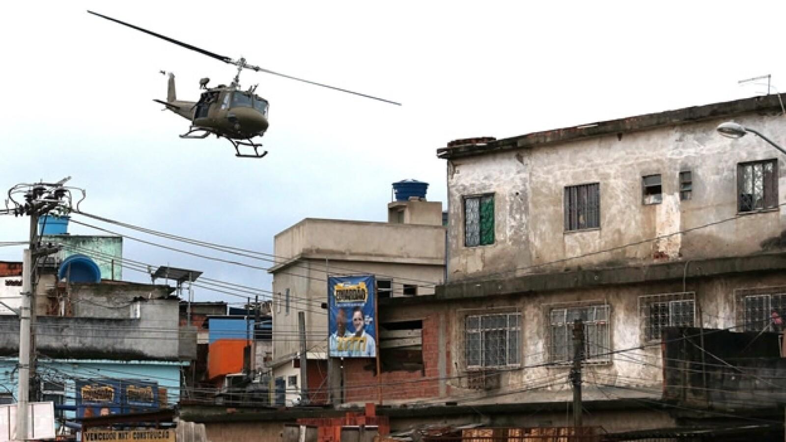 accion policial en el complejo de las favelas