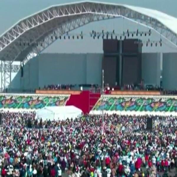 El escenario estuvo listo para recibir al pontífice desde temprana hora del sábado.