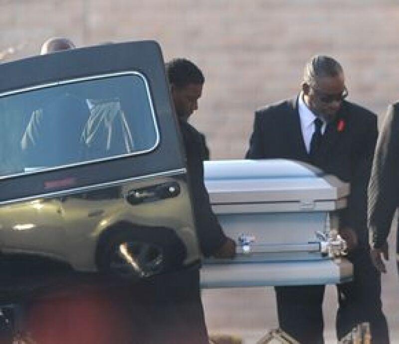 Un grupo de personas cercanas a la familia Hudson se reunió en la iglesia a la que la cantante Jennifer Hudson solía ir cuando era pequeña para recordar a su sobrino asesinado.