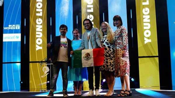 Primer premio para México.