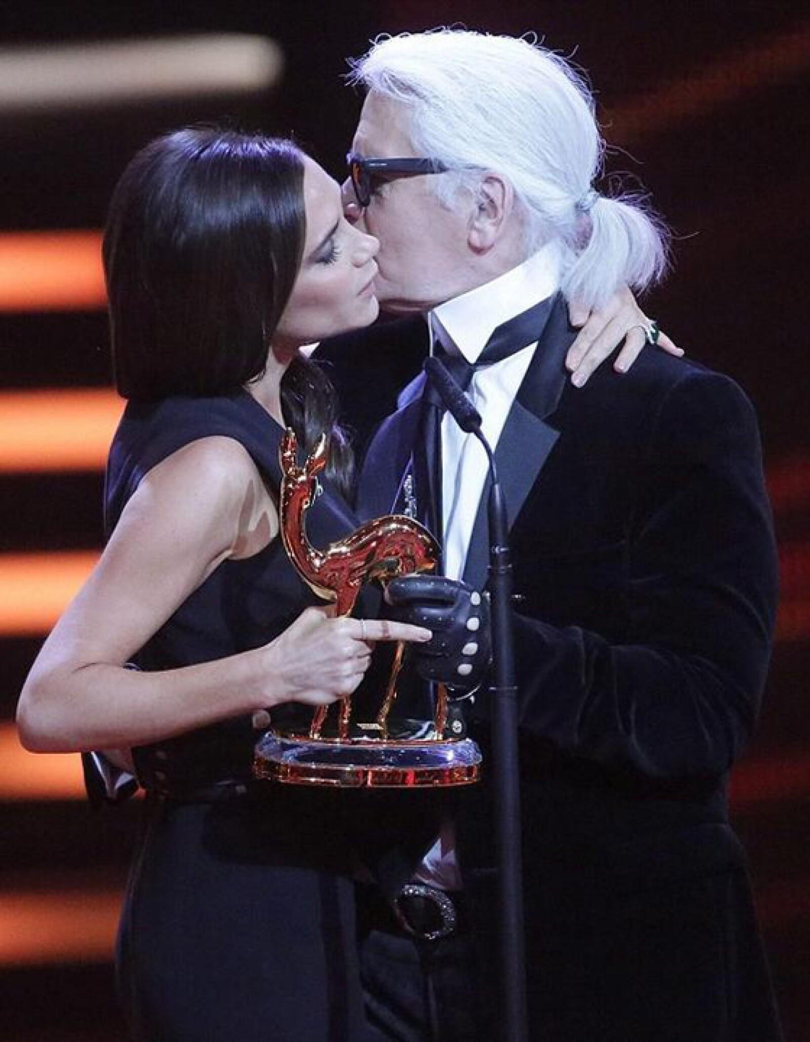Uno de los momentos más importantes para ella. Recibir un reconocimiento de Karl Lagerfeld.