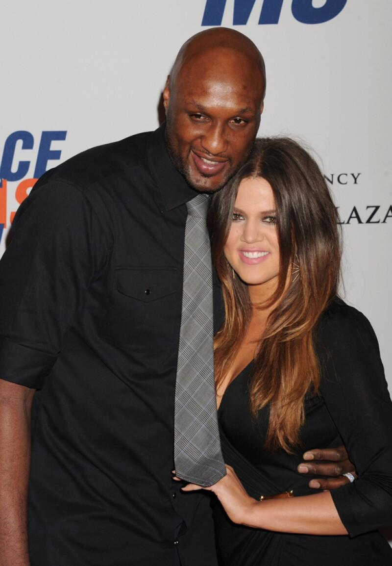 De acuerdo con Entertainment Tonight, una fuente médica reveló que el ex de Khloé Kardashian muestra mejoría y ya ha podido comunicarse.