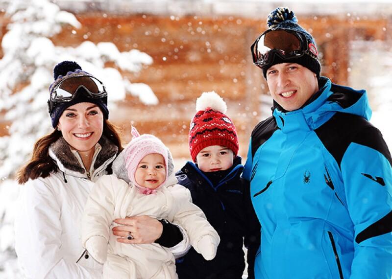 La familia real en sus recientes vacaciones a los Alpes franceses.