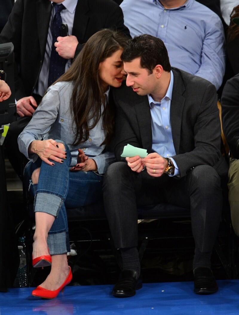 Asistió al partido de los Knicks de Nueva York, su favorito, en compañía de su nuevo agente, con el que no dejó de platicar y hacer bromas durante todo el partido.