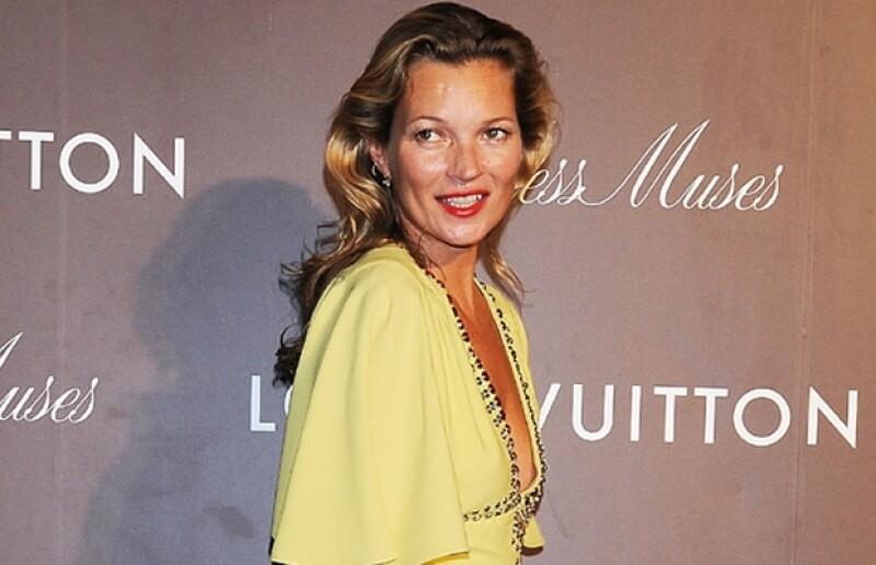 Nuevas campañas publicitarias y un trabajo de stylist hacen que la modelo, posiblemente una de las más grandes de todos los tiempos, siga vigente a sus 40 años.
