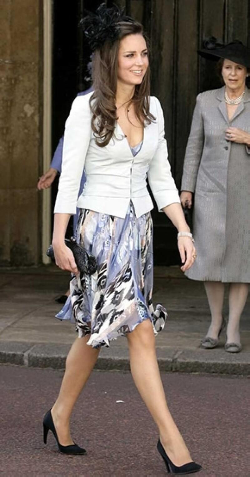 Un saco con buen corte puede darle más clase a su look. Kate Middleton lo aplica a la perfección.