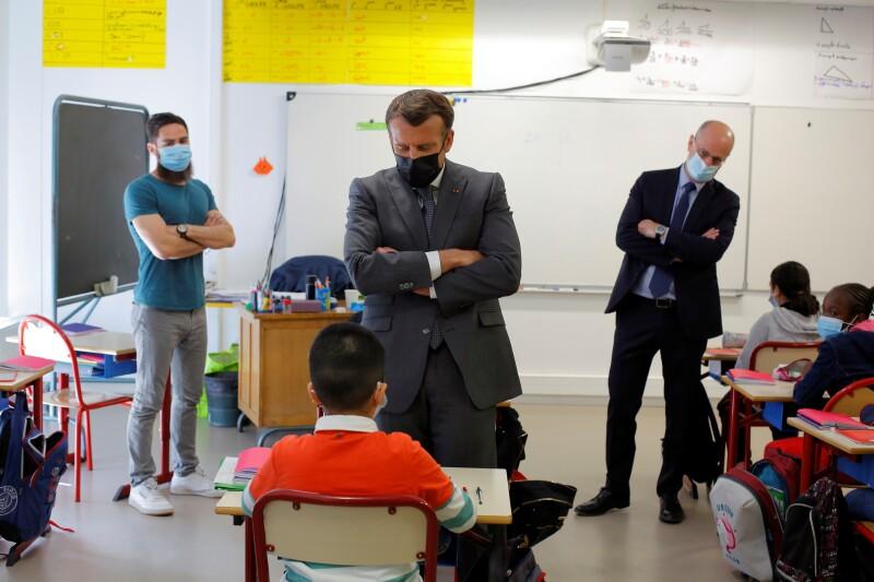 Luego de tres semanas de cierre por la pandemia, los centros de preescolar y primaria reabrieron este lunes en Francia, pero deberán mantener un estricto protocolo sanitario que conlleva la suspensión de una clase si se detecta un caso de COVID-19.