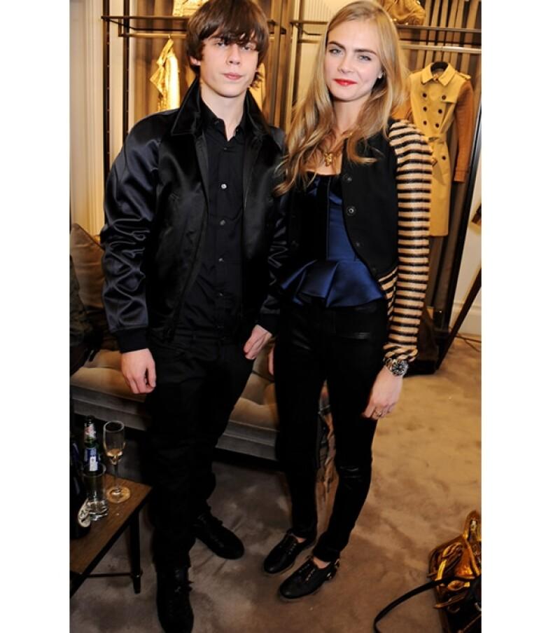 Tal parece ser que la popular modelo británica comenzó una relación amorosa con el joven músico Jake Bugg, conformando una de las it-couples del momento en el Reino Unido.