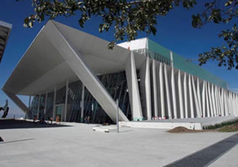 Además de las inversiones que se esperan para este año, la apertura reciente de su Centro de Congresos es parte de la estrategia para consolidar a Querétaro como destino industrial. (Foto: Cortesía Gobierno de Querétaro)