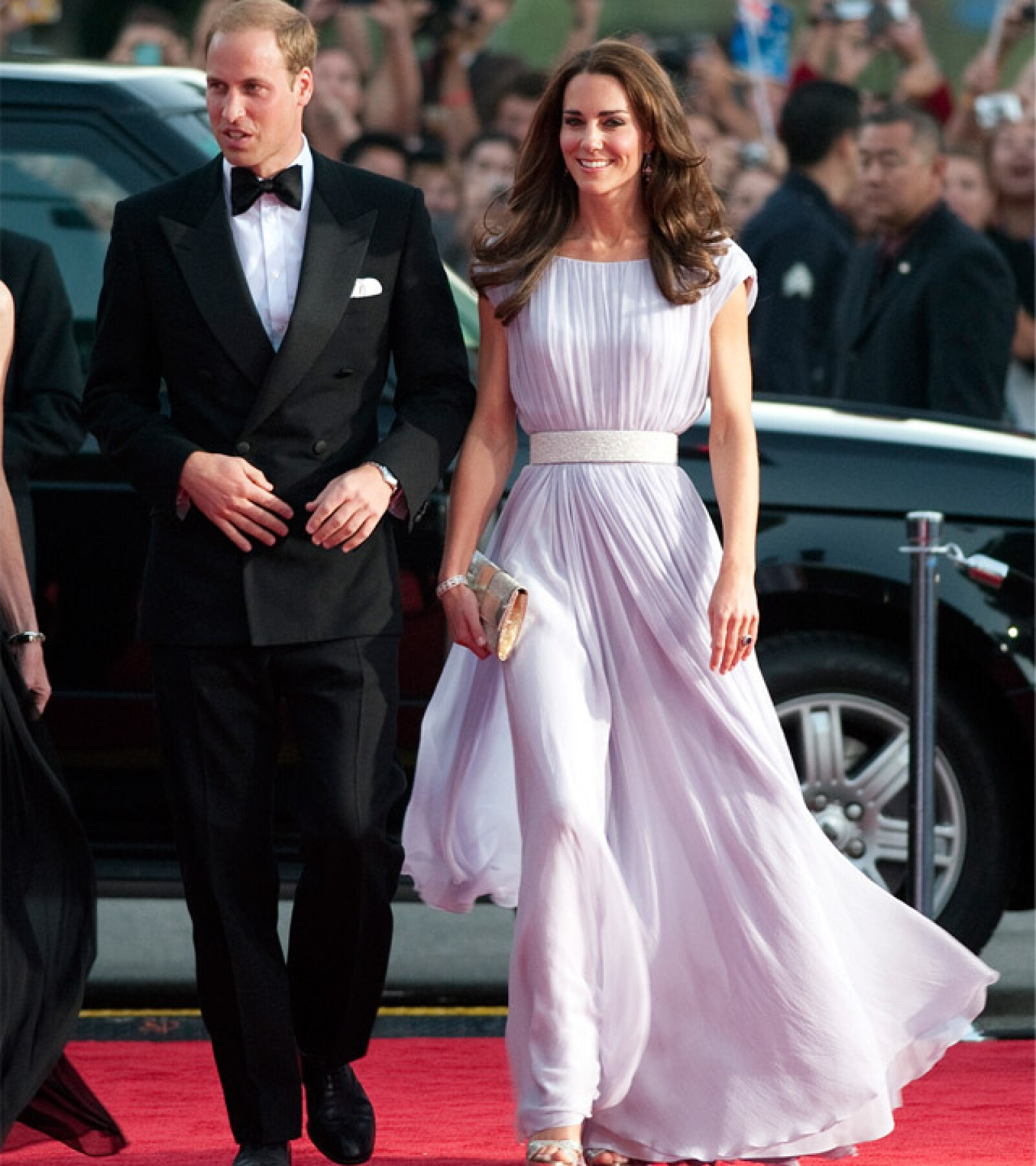 La duquesa de Cambridge eligió un vestido plisado para su primera aparición en una alfombra roja en los premios BAFTA de 2011.