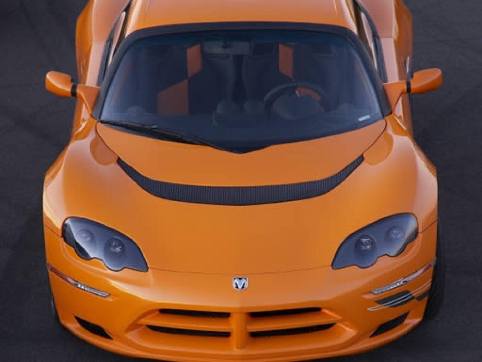 Chrysler presentó una nueva familia de prototipos de autos eléctricos bajo el concepto EV, entre ellos una versión del Dodge Circuit en color mandarina.