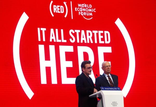 Bono emitió un discurso sobre la labor que ha hecho la marca de la que es cofundador.