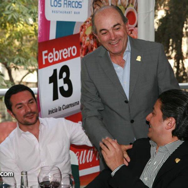 Pablo y Manuel Gutiérrez con Eucario González
