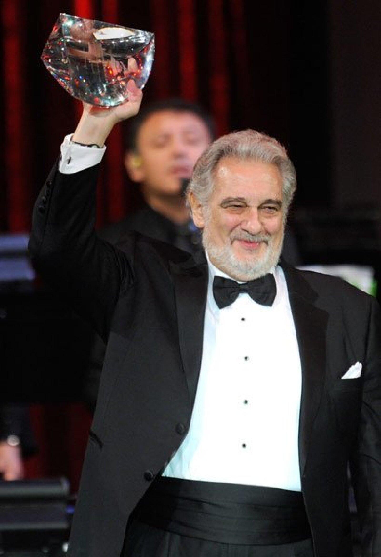 Plácido Domingo festenjando su reconocimiento.