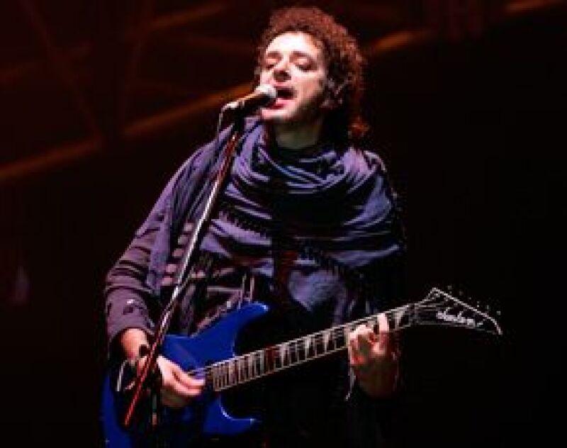 El cantante desmintió someterse a una intervención quirúrjica, tras la dislocación del hombro durante sus vacaciones en Uruguay.