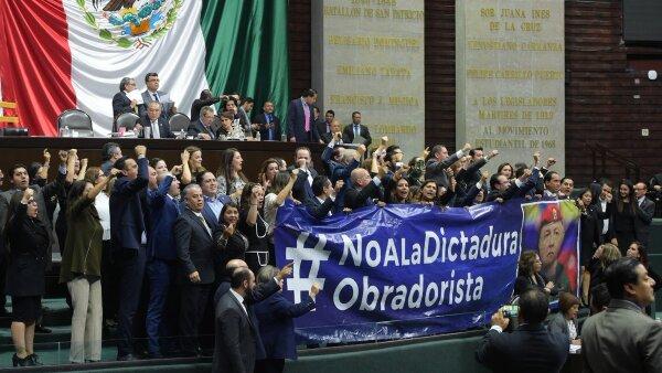 'No a la dictadura'