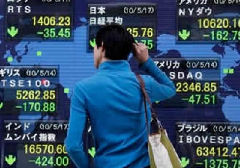 La Bolsa de Valores de Tokio perdió este viernes un 2.45%. (Foto: AP)