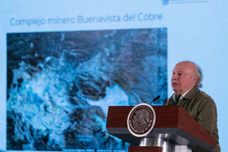 Víctor Manuel Toledo Manzur, secretario de Medio Ambiente y Recursos Naturales, durante la conferencia.