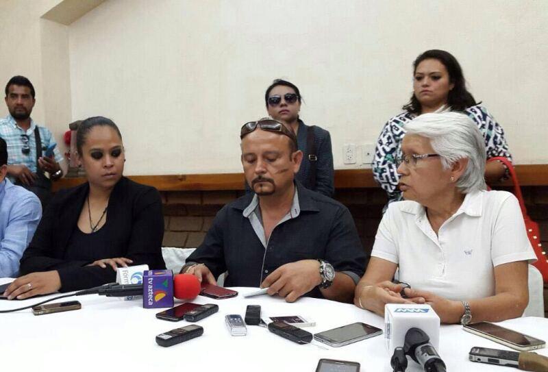 Carlos León Monterrubio, quien busca convertirse en presidente municipal de Tlacolula de Matamoros, sufrió un atentado previo a las elecciones.