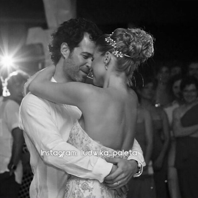 El día de hoy, la actriz mexicana y su esposo Emiliano Salinas cumplen dos años de matrimonio, por lo que ella lo celebró con una memorable imagen del día en que se casaron.