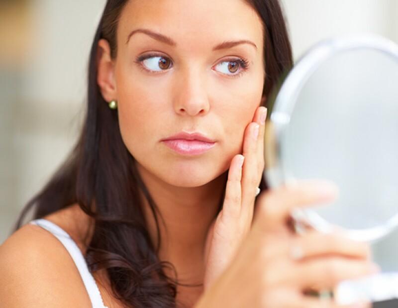 ¿Estás cansada de tener los poros abiertos y lucir apagada? Estos remedios cerrarán tus poros, trayéndole de nuevo vitalidad y luz a tu piel.