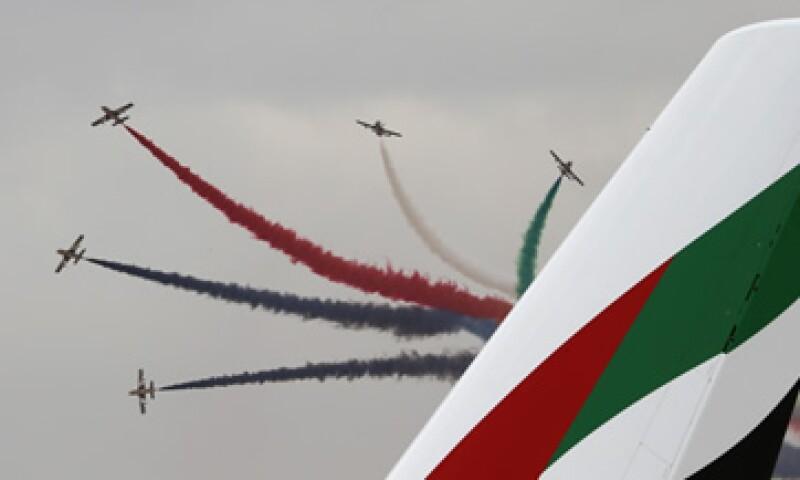 Una demostración de la Fuerza Aérea de los Emiratos Árabes en la feria. (Foto: Reuters)