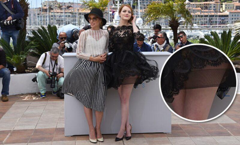 Emma no pudo controlar que su Oscar de la Renta destacara su ropa interior.